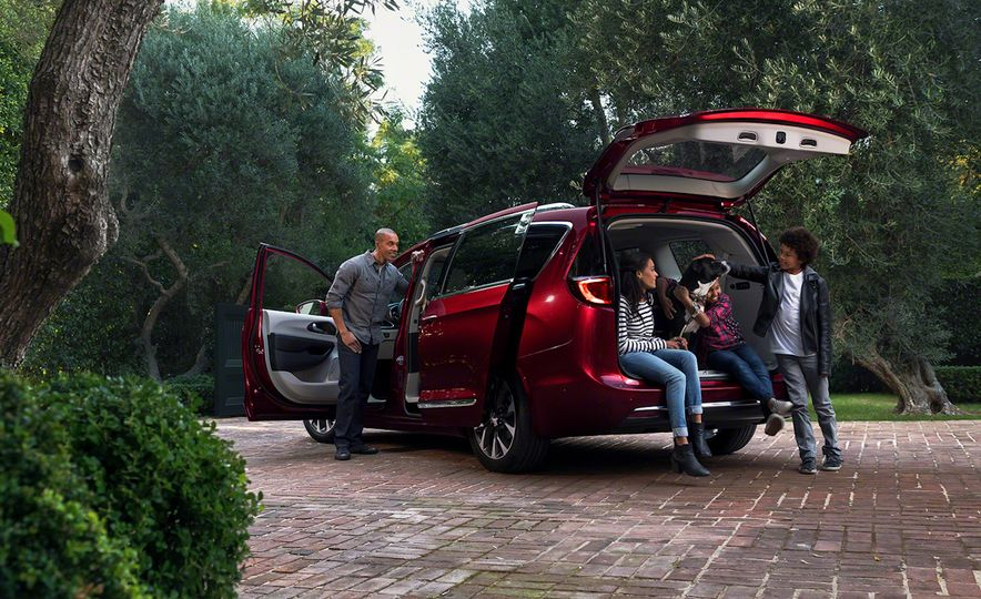2017 Chrysler Pacifica and Pacifica plug-in hybrid - Slide 11
