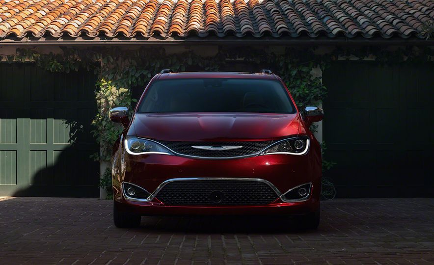2017 Chrysler Pacifica and Pacifica plug-in hybrid - Slide 14