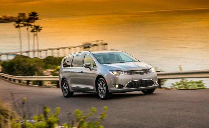 2017 Chrysler Pacifica - Slide 14