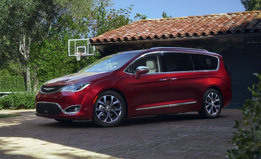2017 Chrysler Pacifica and Pacifica plug-in hybrid - Slide 15