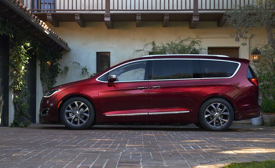 2017 Chrysler Pacifica and Pacifica plug-in hybrid - Slide 16