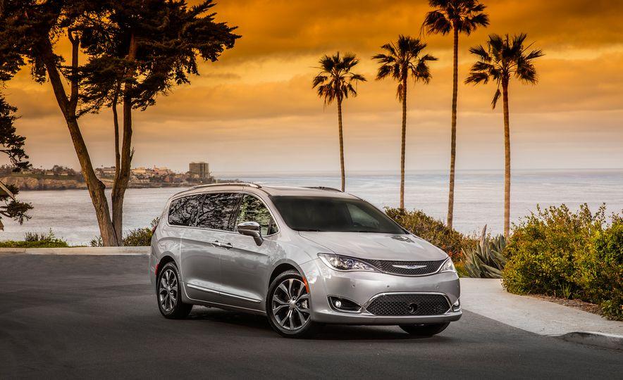 2017 Chrysler Pacifica - Slide 17