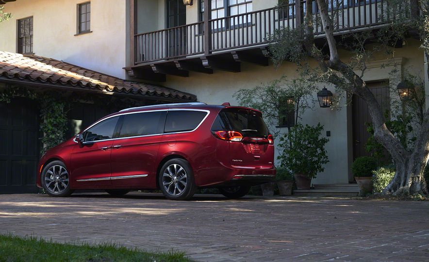 2017 Chrysler Pacifica and Pacifica plug-in hybrid - Slide 18
