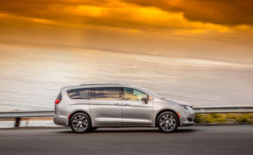 2017 Chrysler Pacifica - Slide 18