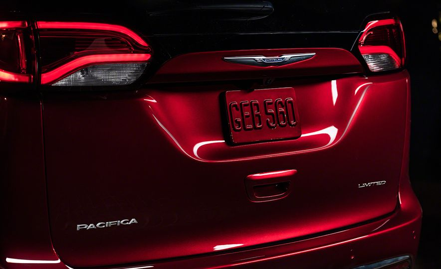 2017 Chrysler Pacifica and Pacifica plug-in hybrid - Slide 24