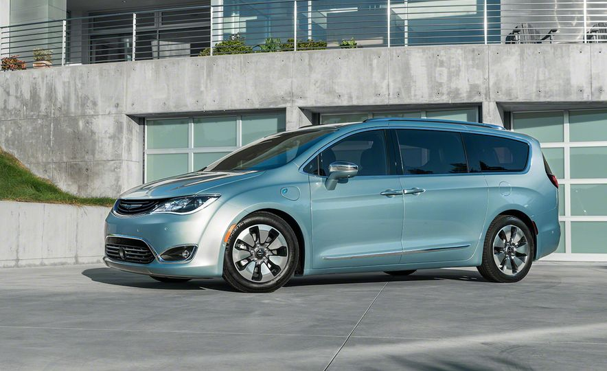 2017 Chrysler Pacifica and Pacifica plug-in hybrid - Slide 35