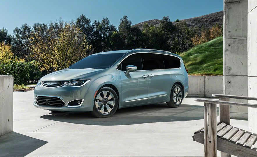2017 Chrysler Pacifica and Pacifica plug-in hybrid - Slide 36