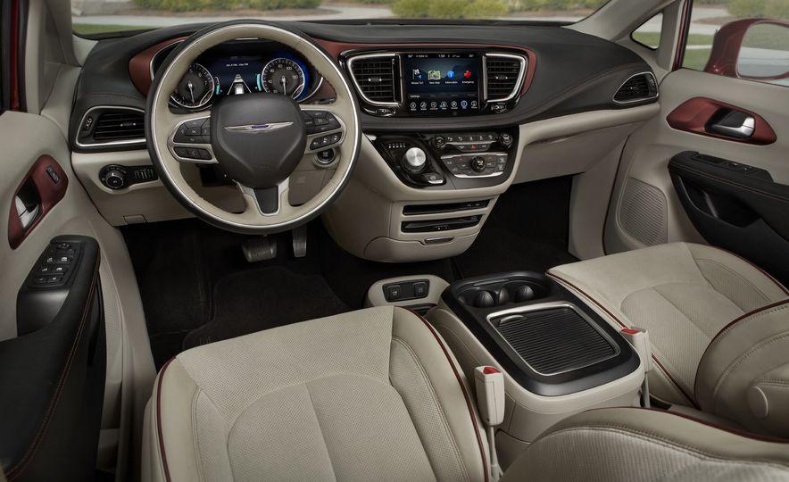 2017 Chrysler Pacifica - Slide 29