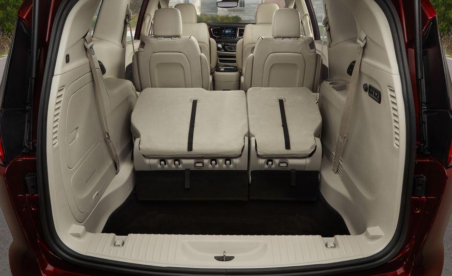 2017 Chrysler Pacifica - Slide 34