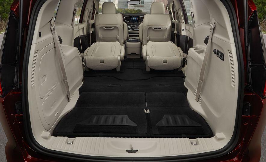 2017 Chrysler Pacifica - Slide 36