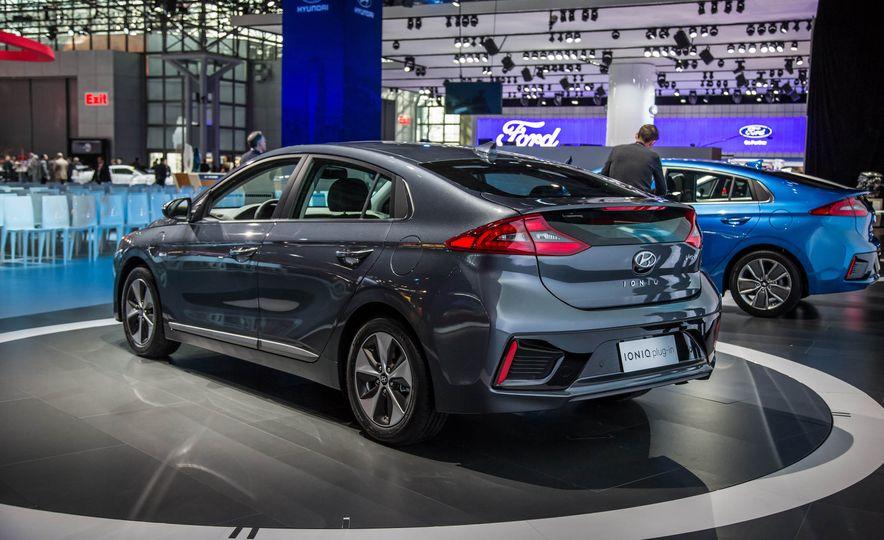 2017 Hyundai Ioniq plug-in hybrid - Slide 5