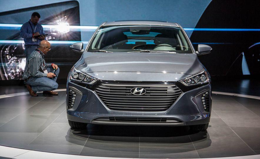 2017 Hyundai Ioniq plug-in hybrid - Slide 6