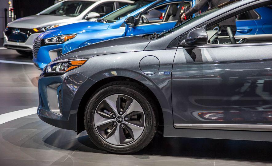 2017 Hyundai Ioniq plug-in hybrid - Slide 7
