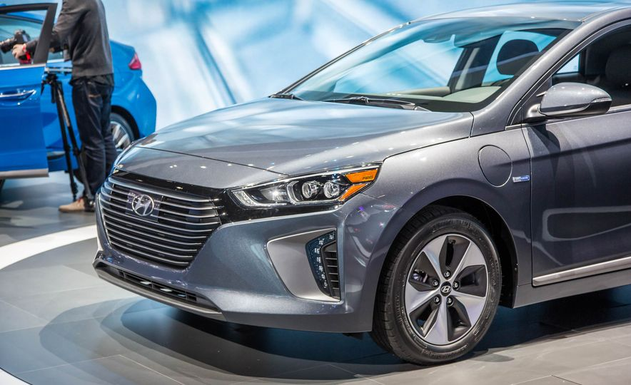 2017 Hyundai Ioniq plug-in hybrid - Slide 8