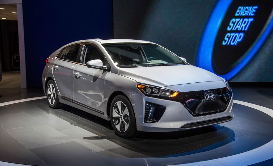 2017 Hyundai Ioniq plug-in hybrid - Slide 13
