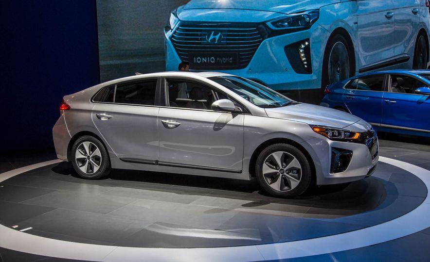 2017 Hyundai Ioniq plug-in hybrid - Slide 14