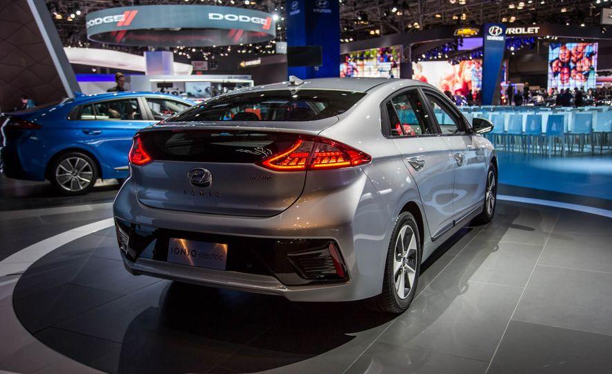 2017 Hyundai Ioniq plug-in hybrid - Slide 18
