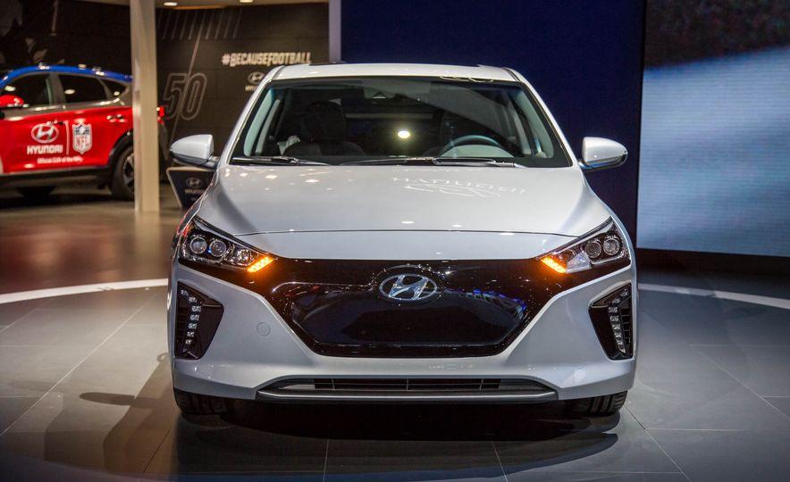 2017 Hyundai Ioniq plug-in hybrid - Slide 19