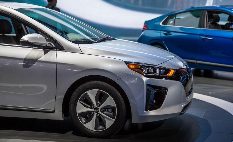 2017 Hyundai Ioniq plug-in hybrid - Slide 20