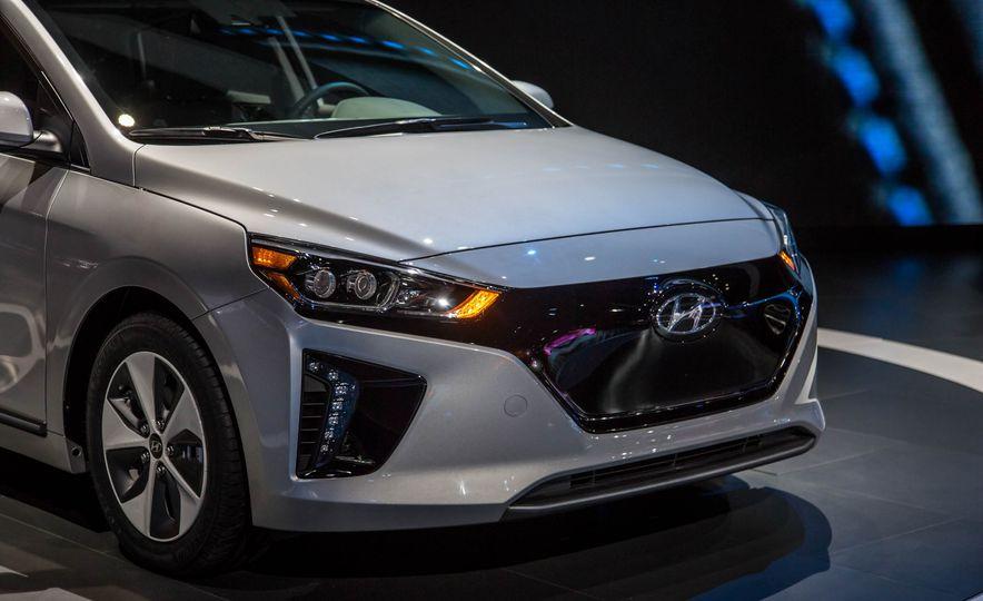 2017 Hyundai Ioniq plug-in hybrid - Slide 21