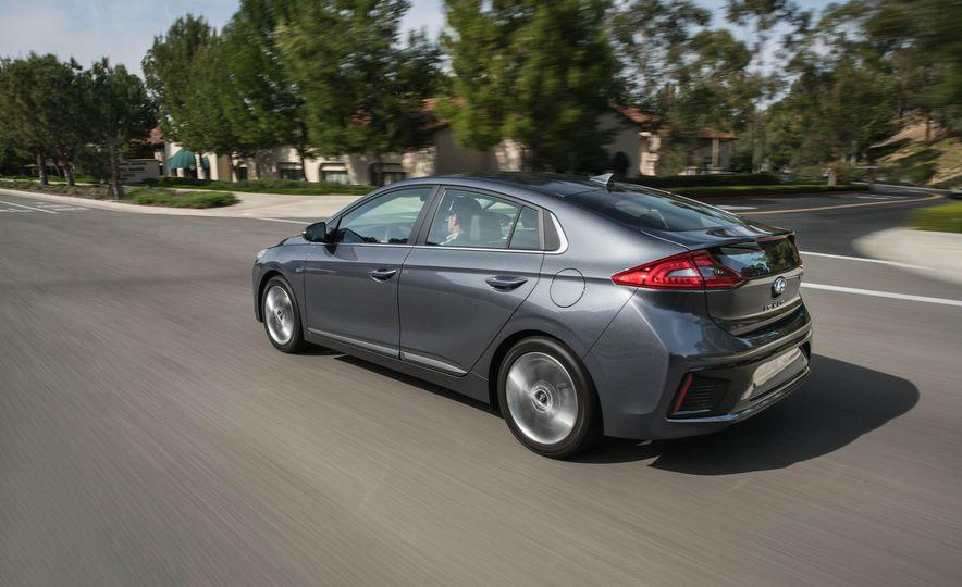 2017 Hyundai Ioniq plug-in hybrid - Slide 27