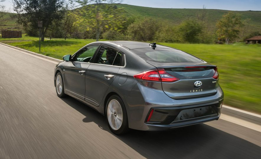 2017 Hyundai Ioniq plug-in hybrid - Slide 28