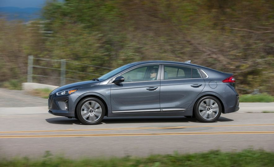 2017 Hyundai Ioniq plug-in hybrid - Slide 30