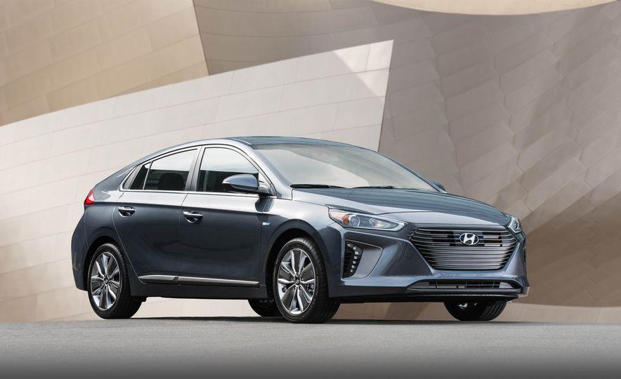 2017 Hyundai Ioniq plug-in hybrid - Slide 31