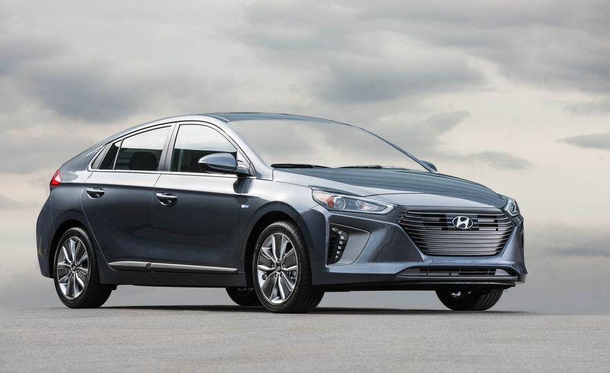 2017 Hyundai Ioniq plug-in hybrid - Slide 32