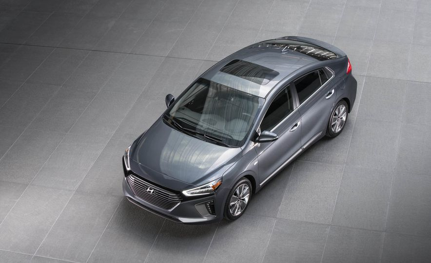 2017 Hyundai Ioniq plug-in hybrid - Slide 33