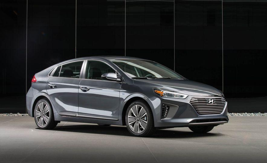 2017 Hyundai Ioniq plug-in hybrid - Slide 34