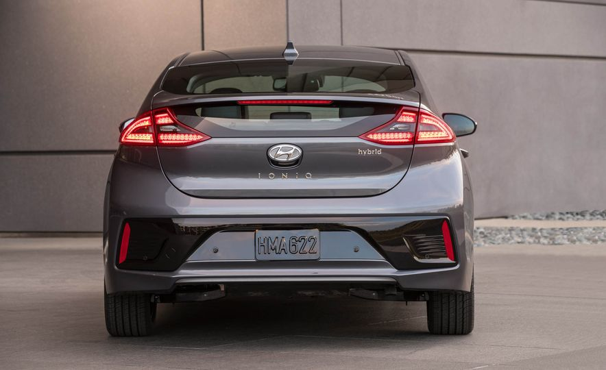 2017 Hyundai Ioniq plug-in hybrid - Slide 37