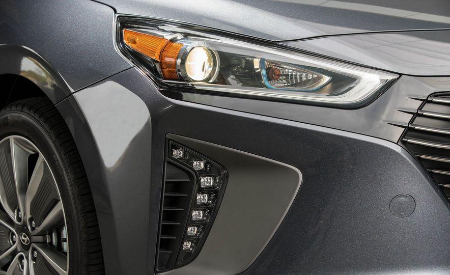 2017 Hyundai Ioniq plug-in hybrid - Slide 38