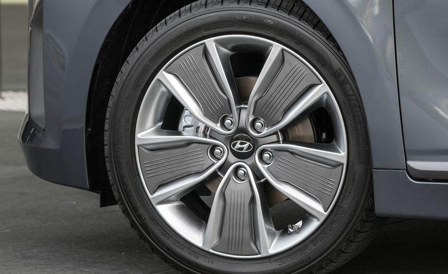 2017 Hyundai Ioniq plug-in hybrid - Slide 39