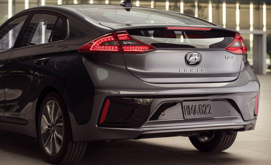 2017 Hyundai Ioniq plug-in hybrid - Slide 41