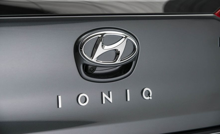 2017 Hyundai Ioniq plug-in hybrid - Slide 43