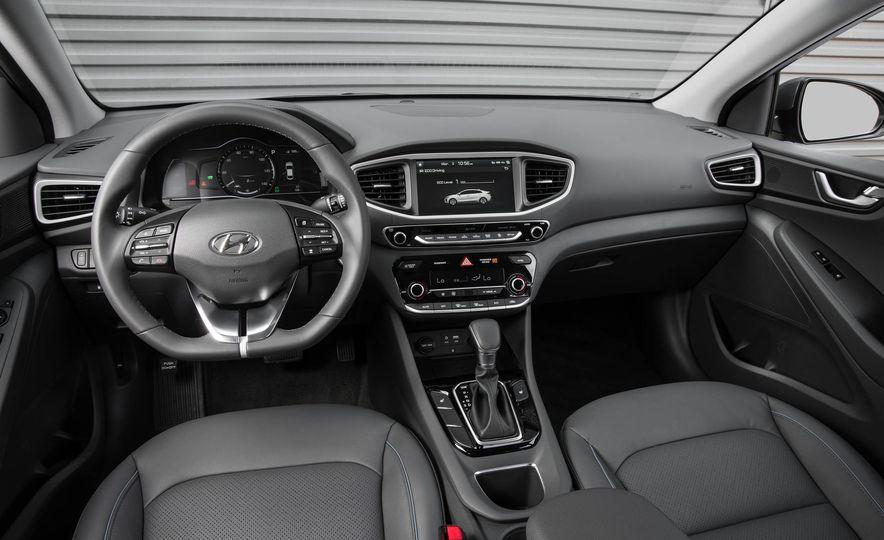 2017 Hyundai Ioniq plug-in hybrid - Slide 44