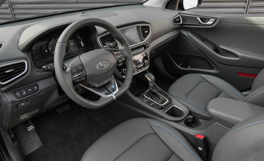 2017 Hyundai Ioniq plug-in hybrid - Slide 45