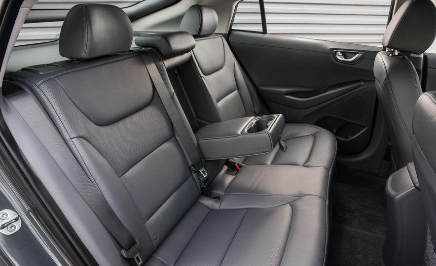 2017 Hyundai Ioniq plug-in hybrid - Slide 46