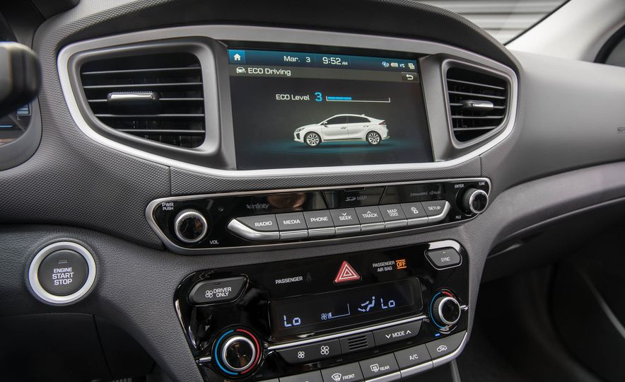 2017 Hyundai Ioniq plug-in hybrid - Slide 52