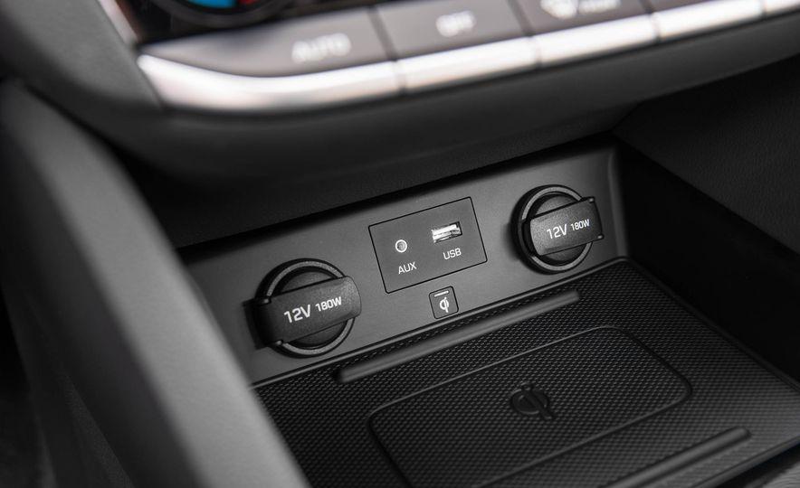 2017 Hyundai Ioniq plug-in hybrid - Slide 55