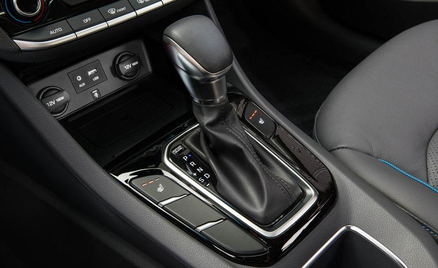 2017 Hyundai Ioniq plug-in hybrid - Slide 56