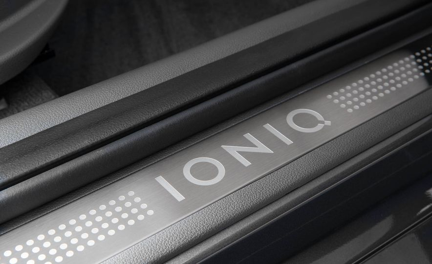 2017 Hyundai Ioniq plug-in hybrid - Slide 57