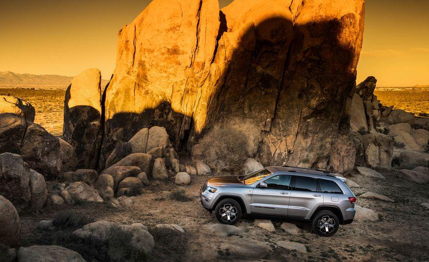 2016 Jeep Grand Cherokee Summit - Slide 17