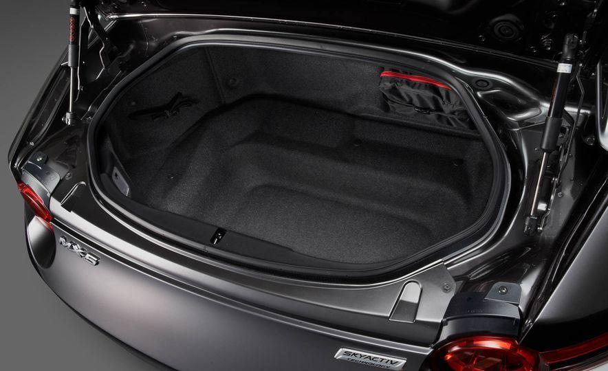 2017 Mazda MX-5 Miata RF - Slide 22