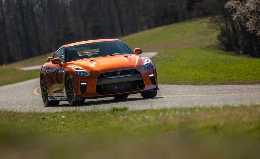 2017 Nissan GT-R - Slide 19