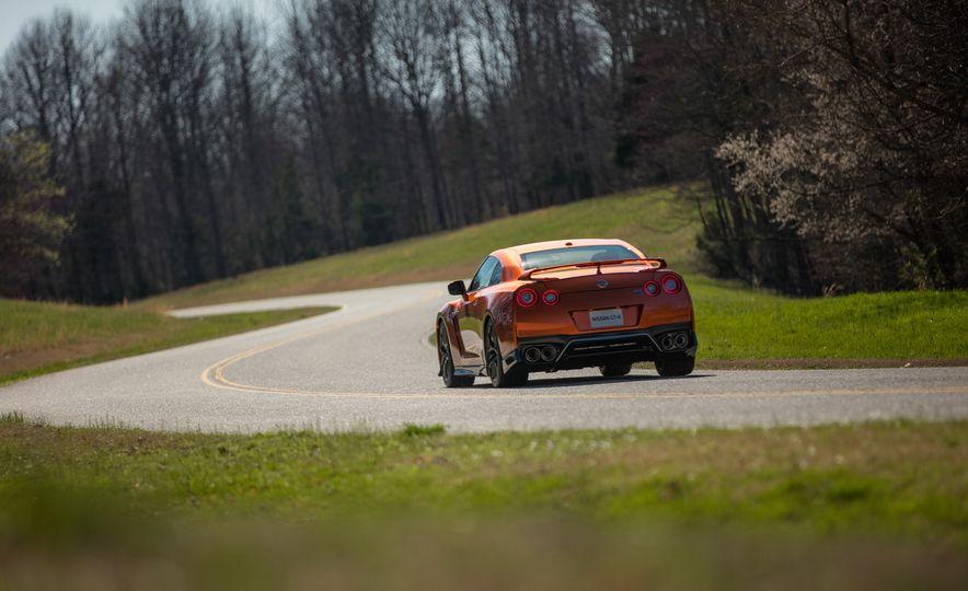 2017 Nissan GT-R - Slide 27