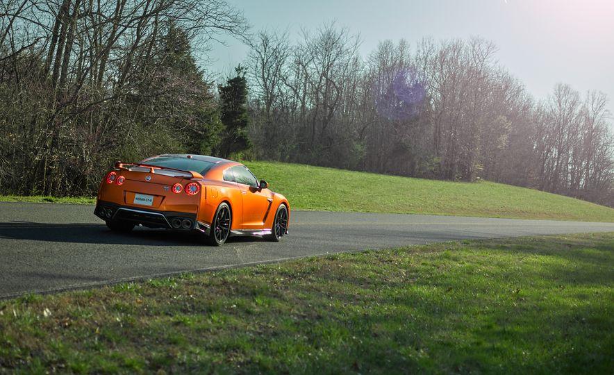 2017 Nissan GT-R - Slide 31