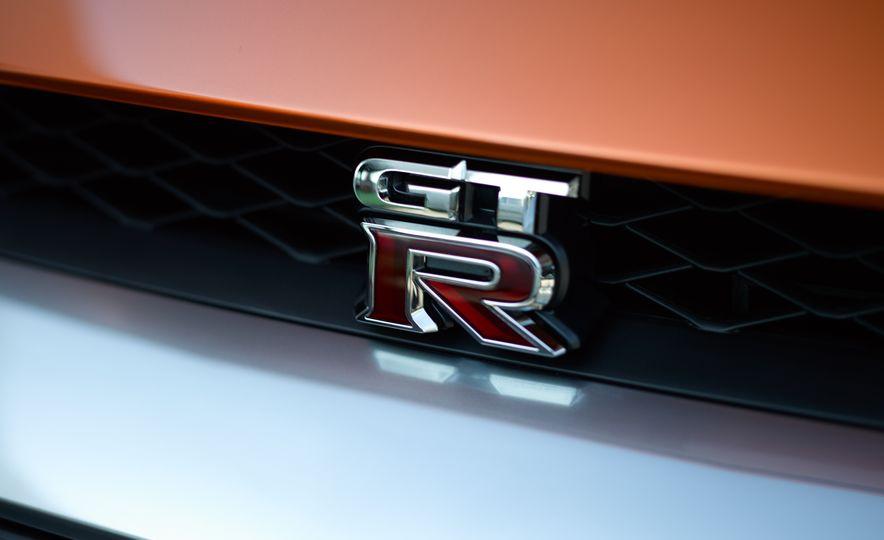 2017 Nissan GT-R - Slide 39