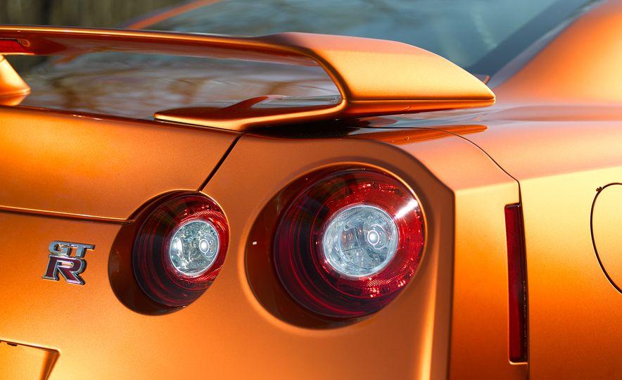 2017 Nissan GT-R - Slide 40